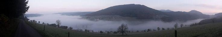 Morgendlicher Blick aus dem Schwarzwald über Lahr bis zu den Vogesen.
