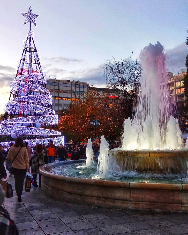 Xmas mood  #Christmas #christmastree #athens #greece #athensvoice #sky #star #christmasmood #instagood #instamood #instalike #instatravel #Traveling #water #square #lights #greek #walking