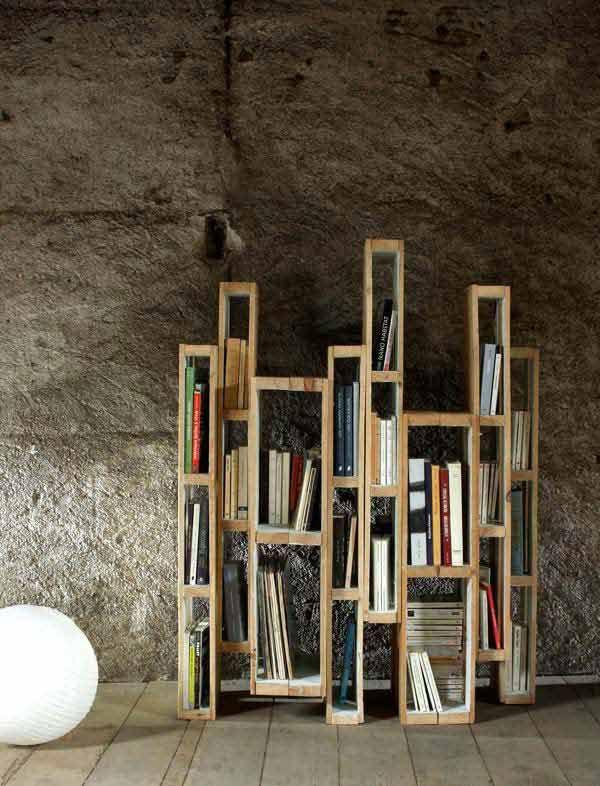 Libreria da terra realizzata con i pallet