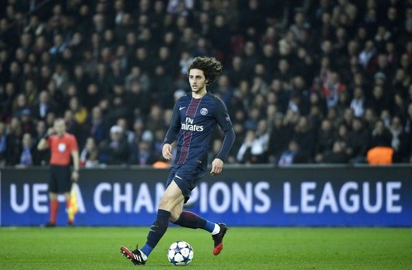 Paris Saint-Germain's French midfielder Adrien Rabiot controls the ball during the UEFA Champions League round of 16 first leg football match between Paris Saint-Germain and FC Barcelona on February 14, 2017 at the Parc des Princes stadium in Paris. / AFP / Lionel BONAVENTURE