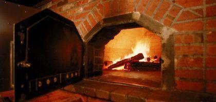 Cómo construir un horno para pizzas con piso de ladrillos refractarios