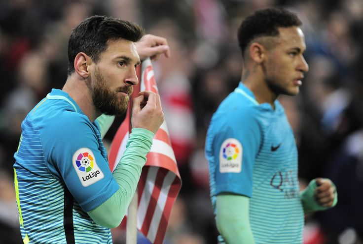 Barcelona's Argentinian forward Lionel Messi (L) and teammate Brazilian forward Neymar da Silva Santos Junior stand past a corner flag during the Spanish Copa del Rey (King's Cup) round of 16 first leg football match Athletic Club Bilbao VS FC Barcelona at the San Mames stadium in Bilbao on January 5, 2017. / AFP / ANDER GILLENEA