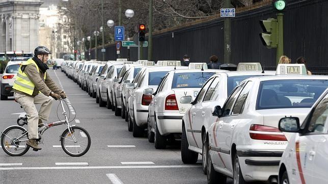 Los taxistas proponen un nuevo servicio para luchar contra Uber el Taxi compartido