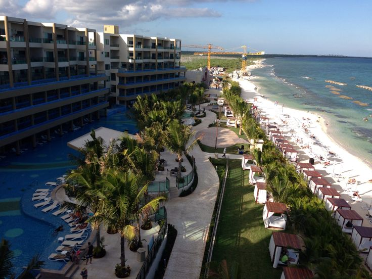 The recently opened Generations Maya Riviera is a perfect spot for a wedding group that includes children. Either in the chapel, beach, pier, poolside or a sky wedding ou can be sure it will be more than you imagined