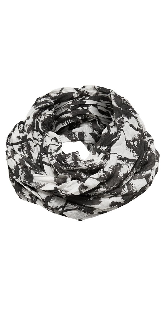 You may be miles away from a tropical paradise but that doesn't mean you can't dream of beautiful sandy beaches and swaying palm trees. This gorgeous scarf is the perfect accessory to brighten up any outfit.