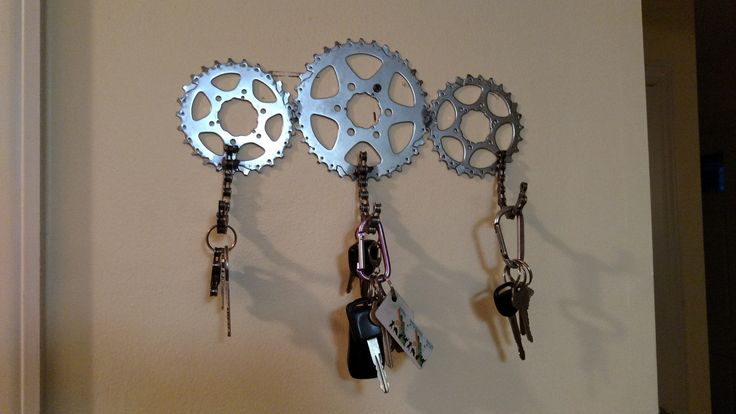 Recycled bicycle gears key holder medium