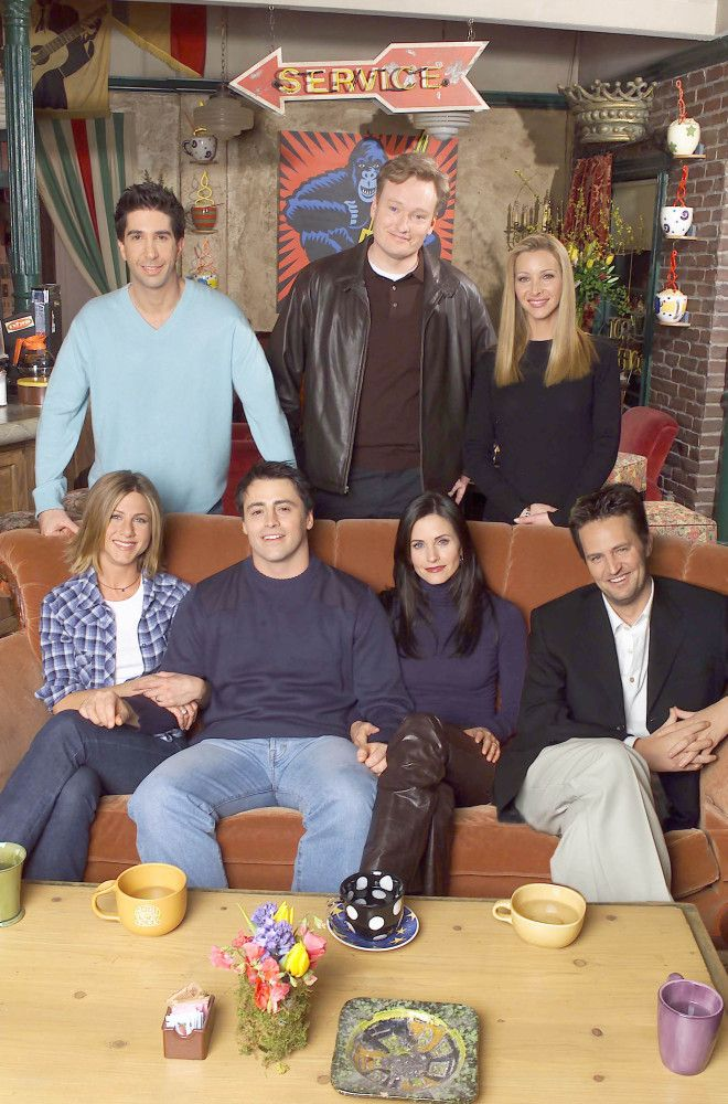 friends cast dating Perry's co-star david schwimmer, who played wimpy paleontologist ross geller in friends, has previously resisted attempts to reunite the cast on the big screen he has spent the past six years working with his own small theatre group, the looking-glass theatre company, in chicago and has been trying to launch a career as a movie.