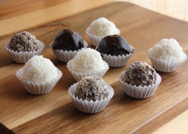 RAW cake - Nepečené guličky kokosové, makové a čoko bez cukru, recepty, Drobné pečivo | Tortyodmamy.sk