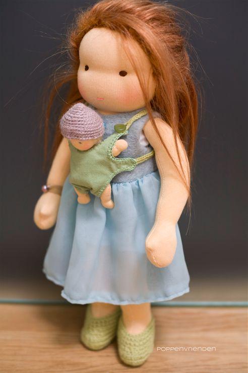 Het is een spannende dag vandaag voor Mila en haar baby. Ze gaat binnenkort op reis en dat is altijd veel werk met een kleine baby! Ze moet ...
