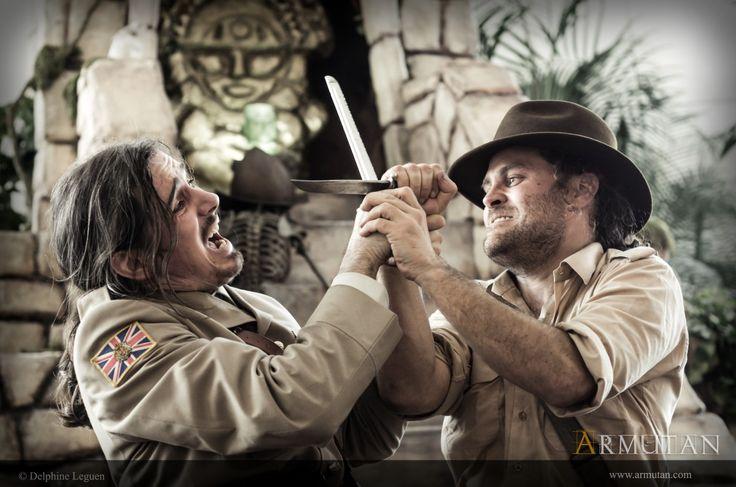 ©#armutan ©#delphineleguen #explorateurs #aventure #jungle #temple #couteaux #uniforme #indianajones #comédie #spectacle
