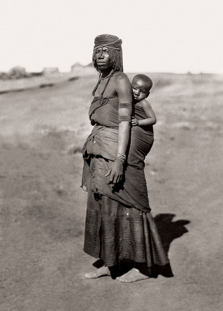 Africa | Mpondomise mother and child, Qumbu district. South Africa. Early 1900s | ©Alfred Duggan-Cronin / McGregor Museum