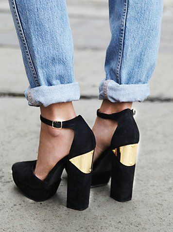 SHOES | You had me at suede pointy toe platform.....