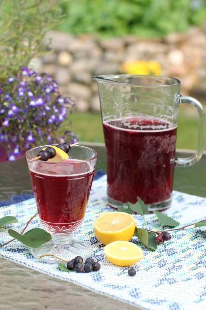 Saskatoon Juice - and how to clean saskatoon berries