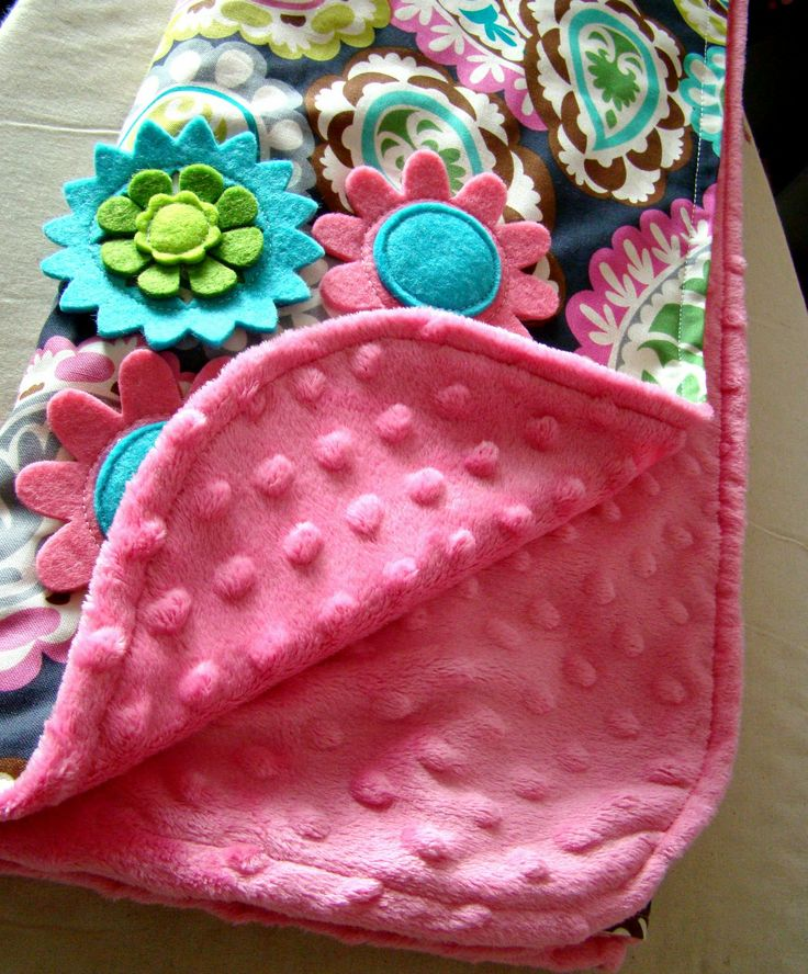 Home-made baby blankets with embellishments - too cute! Courtesy of tHe fiCkLe piCkLe
