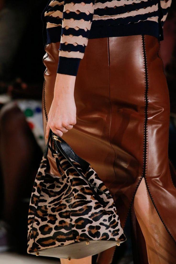 sac à main original de style seau en cuir imprimé au motif léopard