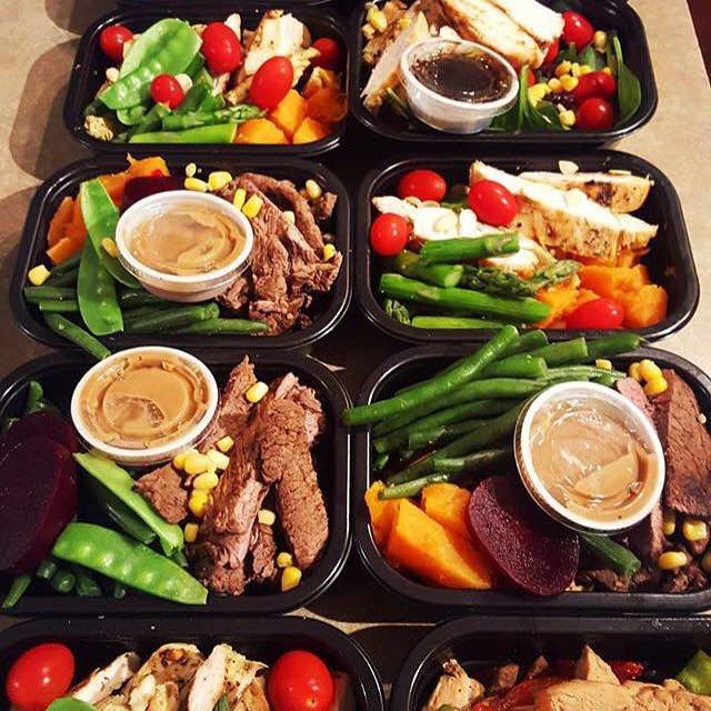 Who wouldn't feel giddy just looking at these fabulous meal preps by @jennysfoodprep? Meat, veggies and tasty dips, I think I won't be able to resist them! - Learn how to make your meals truly exciting without having to get away from being healthy by downloading, the one and only, @mealplanmagic right now!