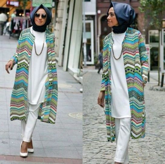 long printed kimono, Hulya Aslan hijab fashion looks http://www.justtrendygirls.com/hulya-aslan-hijab-fashion-looks/