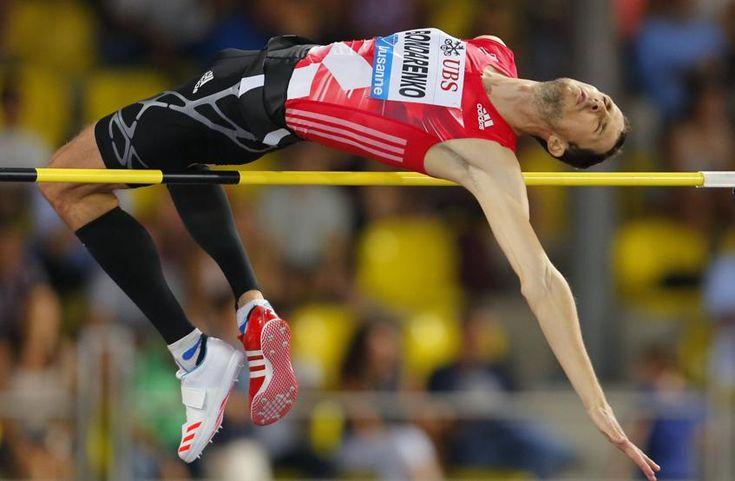 El ucraniano Bohdan Bondarenko compite en salto de altura en la Liga de Diamante de Lausanne, Suiza.
