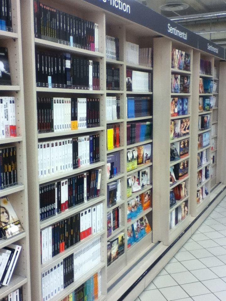 17 best images about d coration porte biblioth que shelves doors on pinterest hidden - Bibliotheque porte coulissante ...