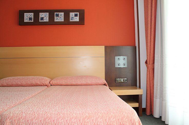 Hotel / Albergue La Salle. Habitación Doble Superior. #santiago #camino www.hostalalberguelasalle.com