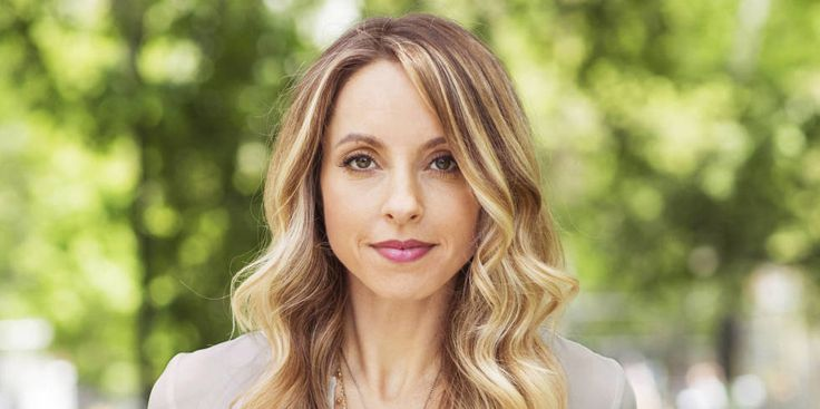 Author, spirit junkie, and happiness guru, Gabby Bernstein, shares 8 mantras that will change EVERYTHING. Whether you need some self-love or some motivation, these messages will ~inspire~ you!