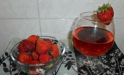 Лучшее вино из клубники в домашних условиях