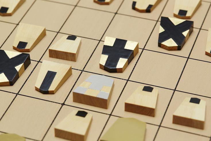 動く向きが模様となった将棋駒。将棋のユニバーサルデザイン。