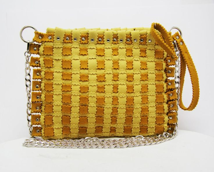 Fashion felt bag in a yellow colour, with a silver chain. The perfect woman bag for your summer. Discovery it: feltrando.com.