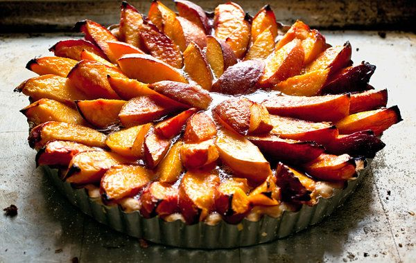 Simplicity Is the Mother of Confection  By FLORENCE FABRICANT  Recipe: http://www.nytimes.com/recipes/12697/Easy-Summer-Fruit-Tart.html: Nyt Cooking, Nectarine Tarts, Pies Recipes, Fruit Pies, Easy Summer Fruit Desserts, Ny Time, Summer Fruit Tarts, Florence Fabrics, Tarts Recipes
