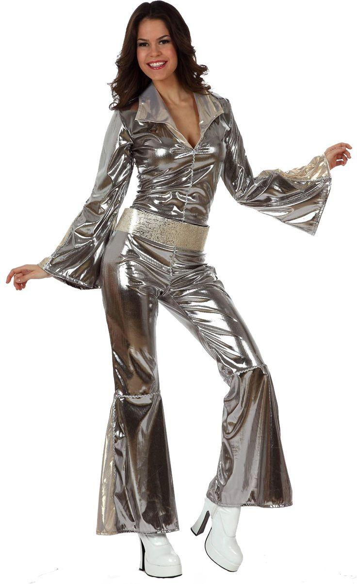 Disfraz disco para adulto: Este disfraz disco para mujer incluye una combinación de color plata con efecto satinado y un cinturón de color plata a juego.La combinación tiene las mangas y las piernas con...