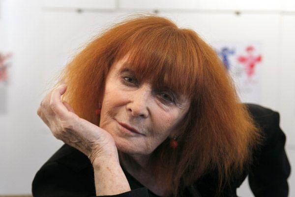 Sonia Rykiel (Parijs, 25 mei 1930) is een Frans mode-ontwerpster. Sonia Flis werd in Parijs geboren uit Oost-Europese ouders van joodse afkomst. Na haar schooljaren werkte ze als etaleur tot ze in 1953 trouwde met Sam Rykiel, eigenaar van de Parijse boetiek Laura. Via hem kwam ze in contact met fabrikanten die belangstelling hadden voor haar zelfgebreide kleren. In 1968 opende ze zelf een zaak in de rue de Grenelle.Tot haar cliënten van het eerste uur behoorde Audrey Hepburn.