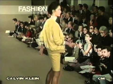 """Calvin Klein"" Spring Summer 1990 New York pret a porter women. Office wear gave women a powerful look yet casually thanks to oversized and loose silhouette of the garment. Minimum use of color."