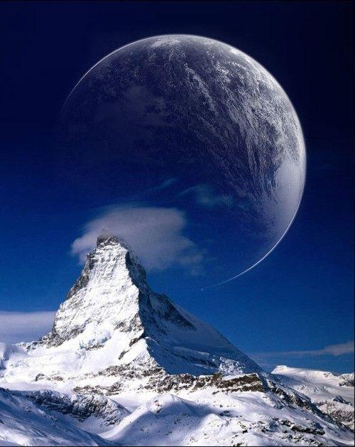 月とマッターホルン。