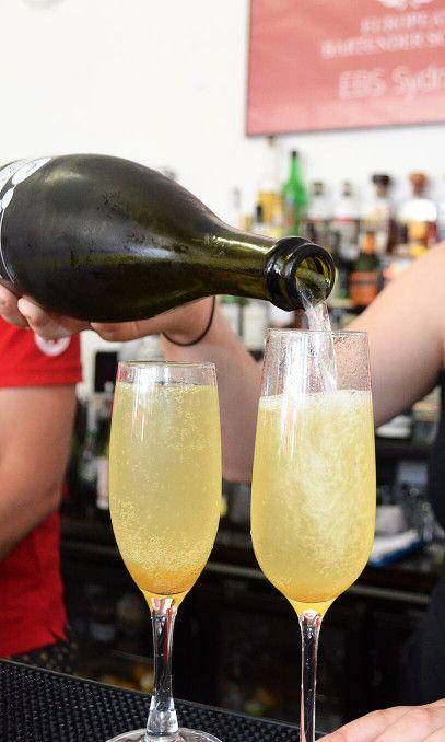 Bellini cocktail Recipe: - 1 cl Peach Puree - 1 cl De Kuyper Peachtree - Top Prosecco Glass: Champagne Flute Ice: None Garnish: None