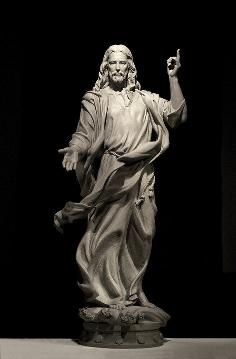 Vala Ola sculpture CHRIST                                                                                                                                                                                 Mais