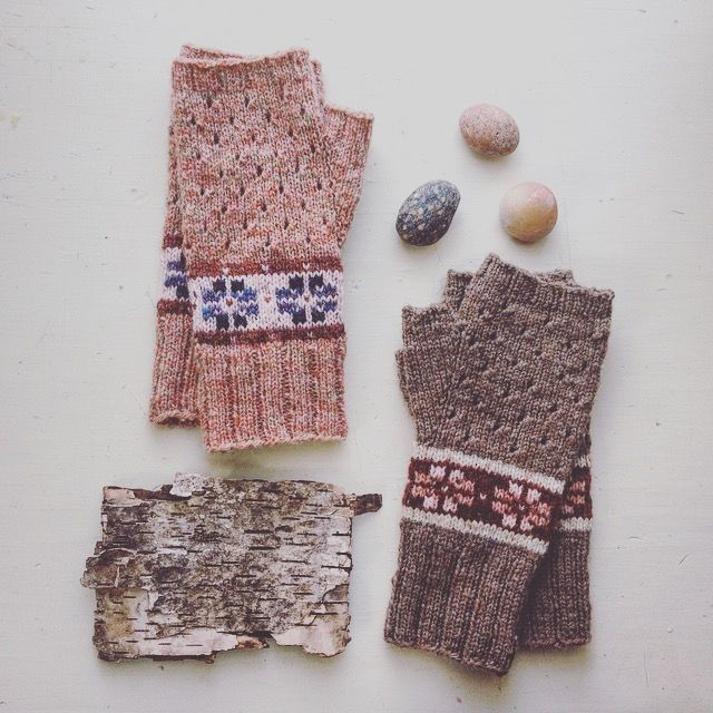 small flowers by leighside knits and pinneguri