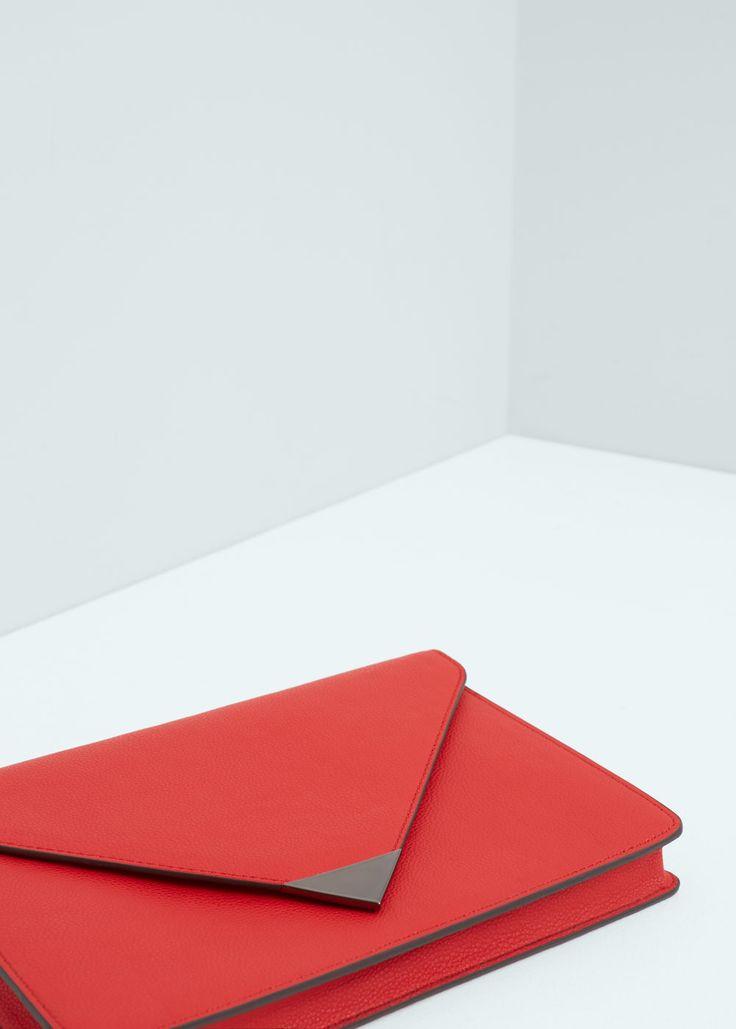 Wytłaczany clutch z klapką | MANGO