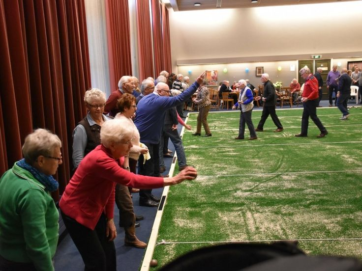De nieuwe inoor jeu de boulesbaan aan de Deken van Miertstraat in Veghel is officieel geopend.
