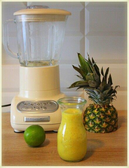 Ananasové smoothie s chia semínky a kokosovým mlékem   http://www.naskokvkuchyni.cz/ananasove-smoothie-s-chia-seminky-a-kokosovym-mlekem/
