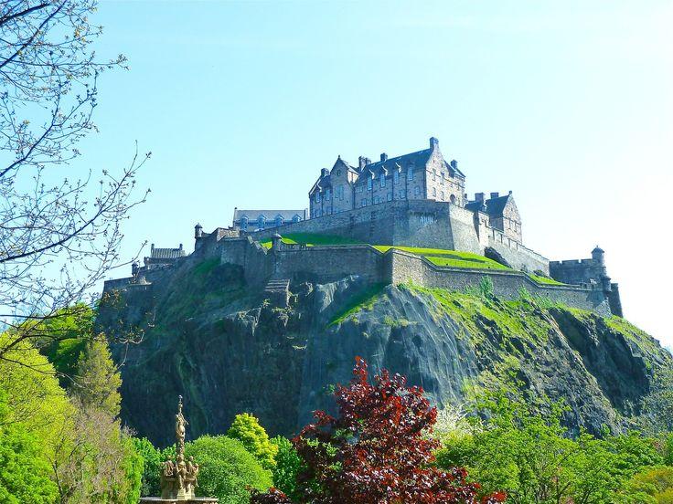 Na persze ma Skócia nem önálló állam, de a skót felföld keleti partján lévő Forth folyó deltatorkolatában található egy csodálatos város, melyet Northumbriai Edvin 626-ban alapított.   #Edingurgh-i vár #Nelson admirális #Skócia #Szent Egyed Katedrális