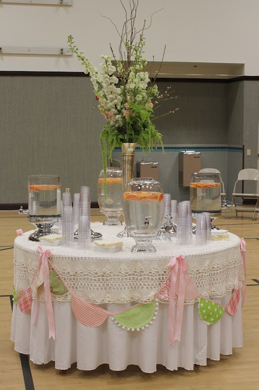 Cute and simple buntingRs Night, Drinks Stations, Birthday Parties, Drinks Tables, Banners Garlands, Parties Drinks, Parties Ideas, Cake Tables, Buntings Tables Swag
