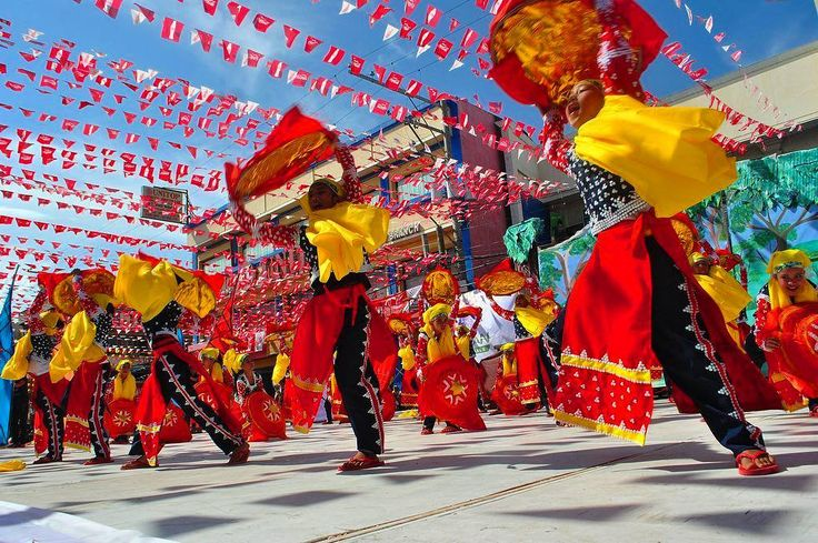 The most energetic and vibrant beauty of the Kadayawan Festival.  Follow my blogpost at  Flongology.wordpress.com Twitter: @FlongTheChariot Facebook: @pobrengbisaya24  ________________________________ . . . . . . . . . . . . . . . . . . . . . . #WhereToFindMe #BeautifulDestinations #Wanderlust #travelph #lostinph  #travelpics #visualsoflife #lifeofadventure #sinopinas #pinasmuna #TravelGram #LoveToTravel #TravelDiary #ChoosePhilippines #SoloTravellers #costume #instagrammers #justgoshoot…