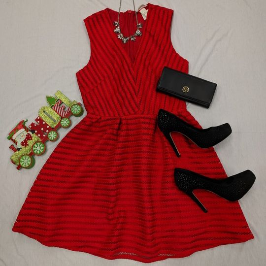 Make a statement at your holiday party with this #GORG #LRD. #loveit #PlatosClosetOshawa #gentlyused #partydress #thatdressthough #christmasspirit // #HM dress, Size 12, $10 // #ToryBurch wallet, $20 // #BCBG heels, Size 6.5, $25 // necklace, $7 // | www.platosclosetoshawa.com