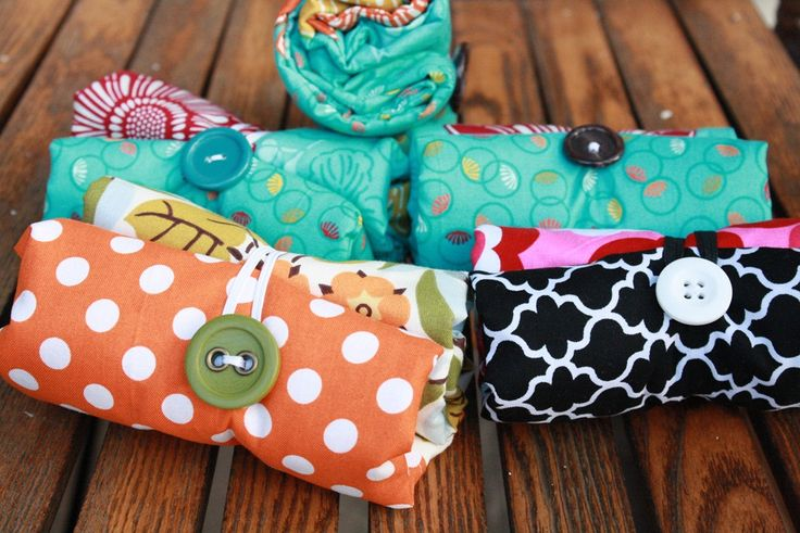 fold up tote bags to make, pinterest   teacher Christmas Gifts—a Fold-Up Tote Tutorial