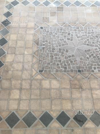 tavolo-da-pranzo-esterno-mosaico-e-ferro-battuto