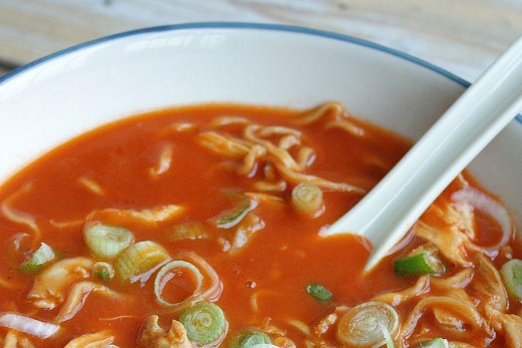 Hoe maak je zelf Chinese tomatensoep thuis? In dit recept lees je het recept voor een heerlijke pan vol.