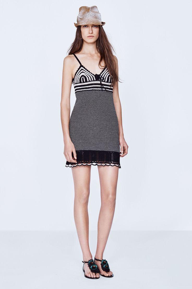 Vanessa Bruno   Spring 2016 Ready-to-Wear   07 Monochrome patterned strappy mini dress