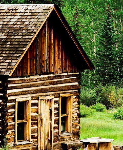 17 best images about love old log cabins on pinterest for Log cabin retreat