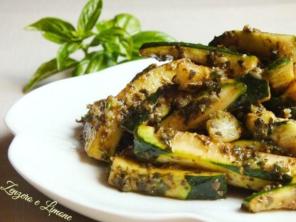 Amate le zucchine? Allora dovete assolutamente provarle cucinate in questo modo! Golosissimeeeee! Zucchine al Basilico