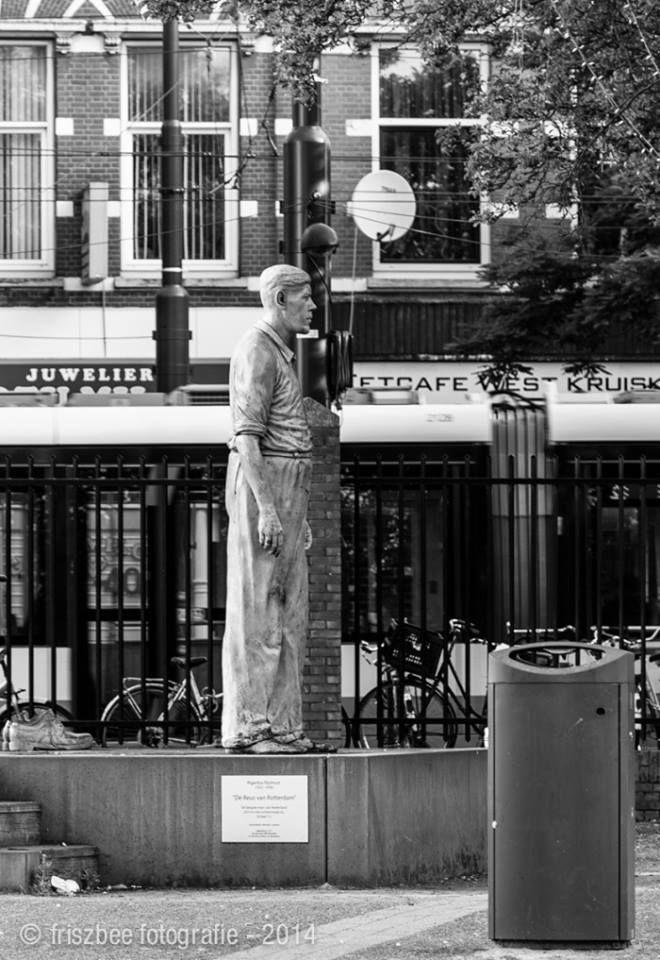 Standbeeld van 'De Reus van Rotterdam', in het Wijkpark Oude Westen aan de West-Kruiskade.